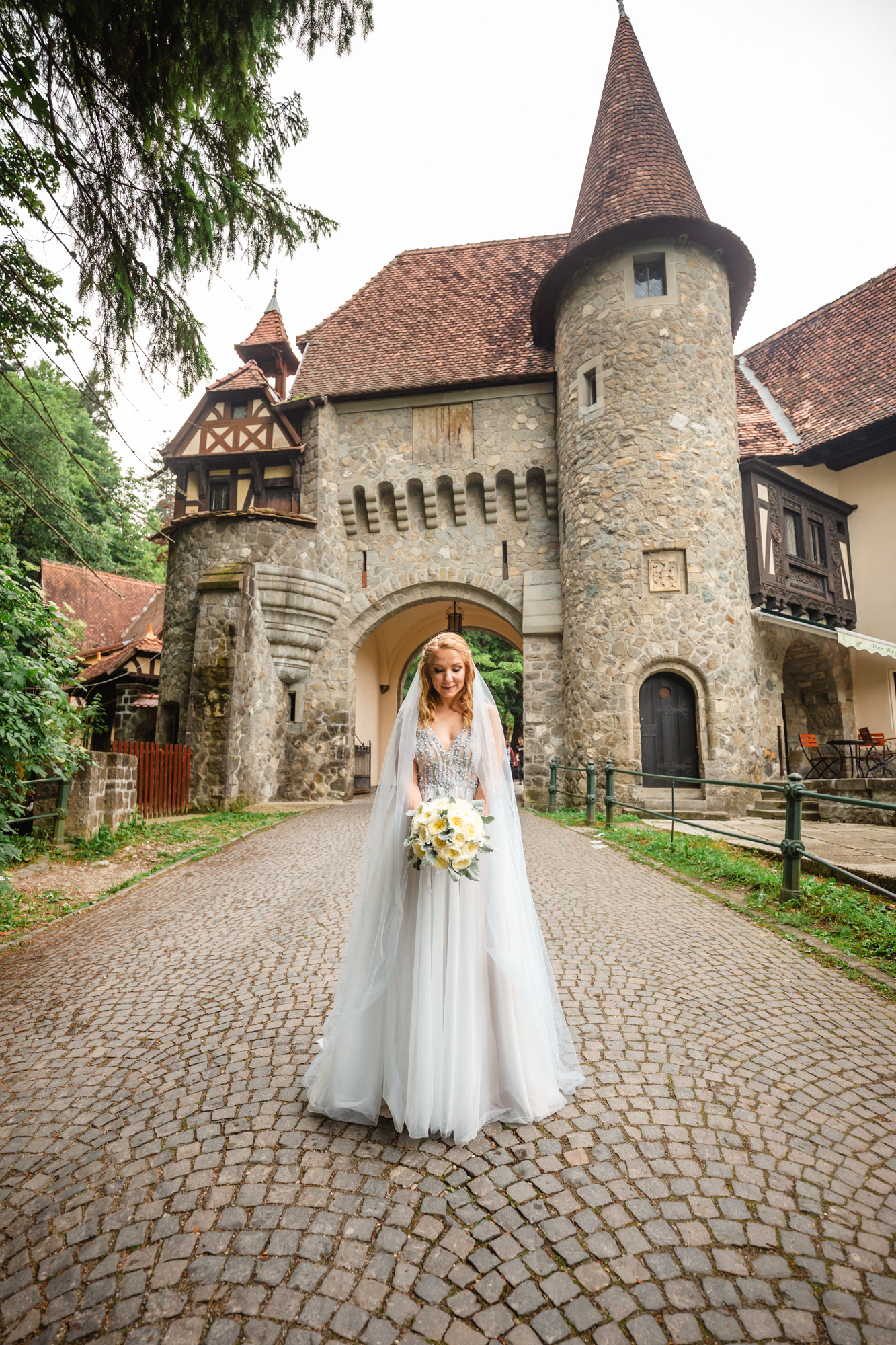 A SUMMER-INSPIRED MODERN WEDDING IN SINAIA