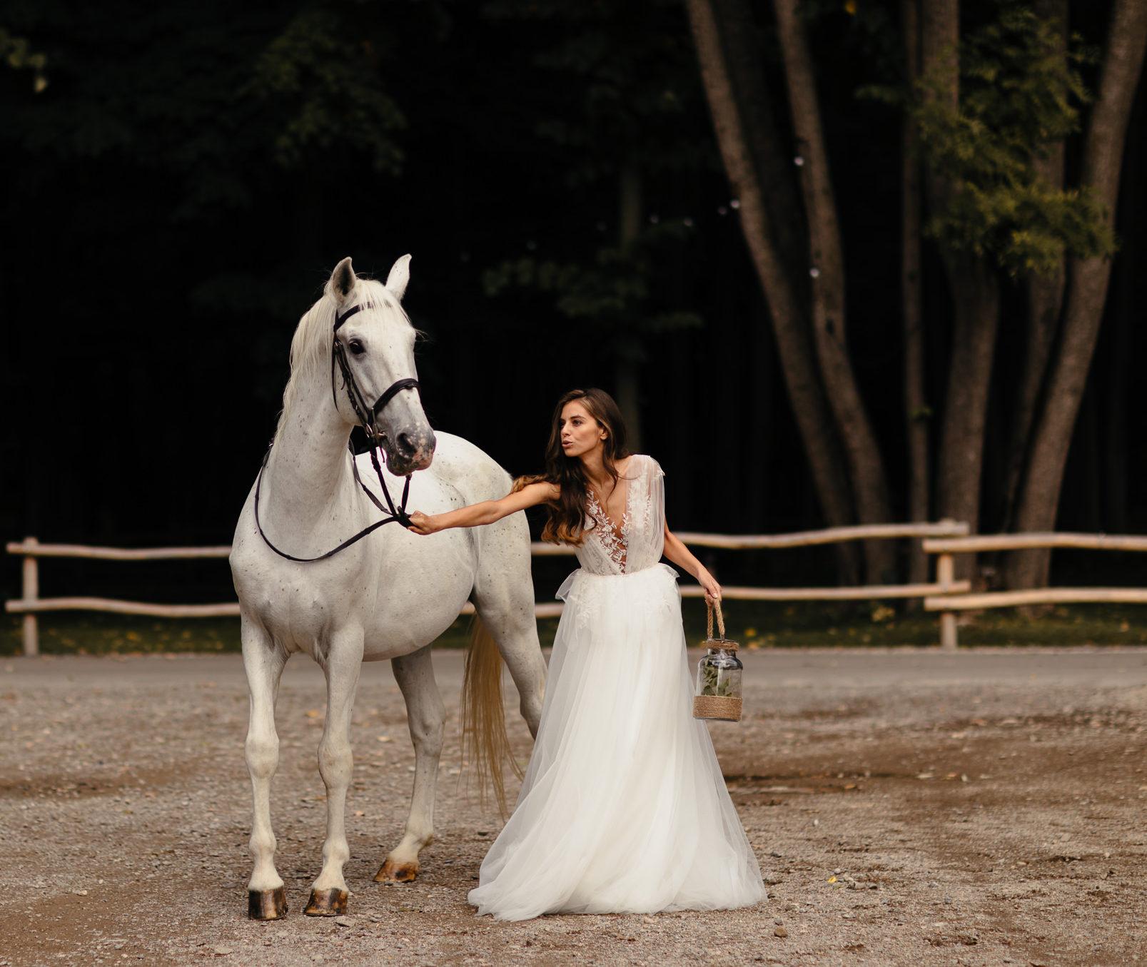 Oana Nutu Wedding Dress Rochie Mireasa Cal Alb Tul Sintetic Broderie Colectia 2019 (1)
