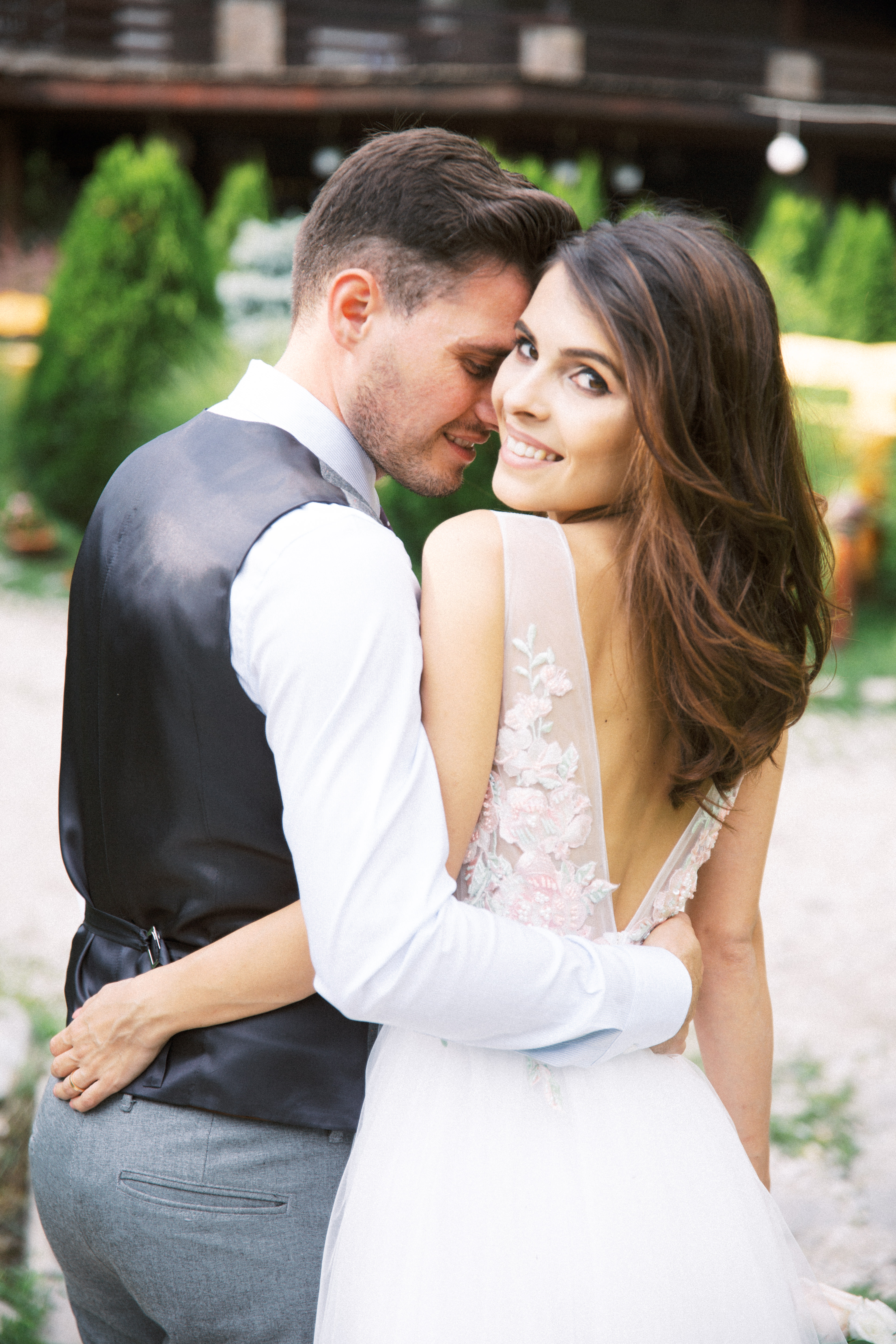A Wedding for Friends in the South of Romania – Country Summer Inspiration