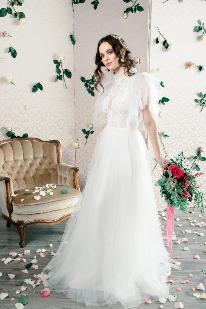 Rochie de mireasa Oana Nutu tul model victorian volane tul sclipici fusta tul scplipici broderie cusuta manual ivory alb