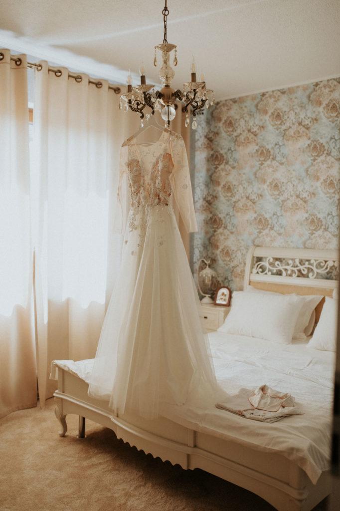 rochie-de-mireasa-oana-nutu-hambar-nunta-fotografie-intuncata-dark-wedding-photography-romania-wedding-dres-detalii-details-broderie-3d-accesorizata-perle-pietricele-paiete7